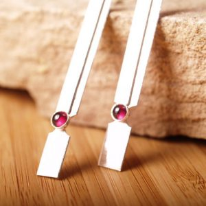 Deco Earrings with Garnet