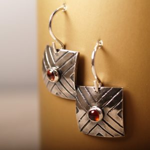 Focus Earrings with Garnet