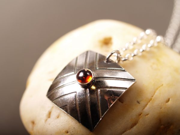 Focus necklace with garnet on gunmetal